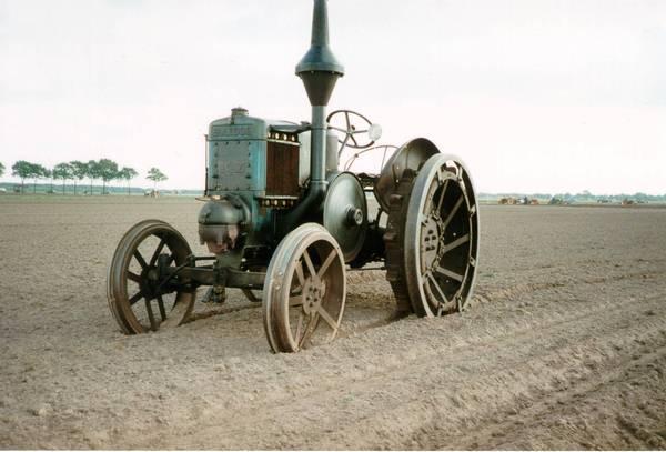 http://www.tractoresclasicos.es/historiaLANZ.html